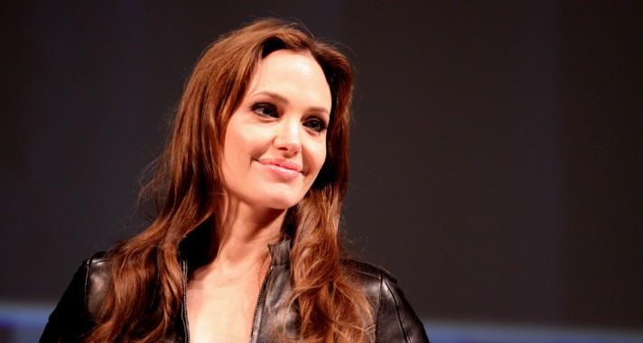 """""""Néha legszívesebben tombolnék dühömben, máskor meg úgy érzem, belehalok a bánatba."""" Idézetek Angelina Jolietól"""