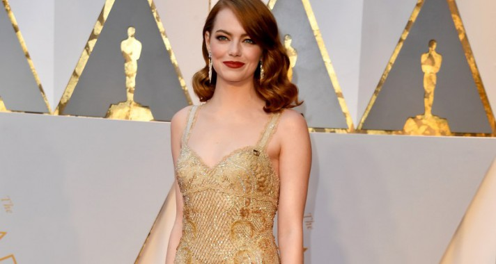 10 alkalom, amikor a divatvilág Emma Stone lábai előtt hevert