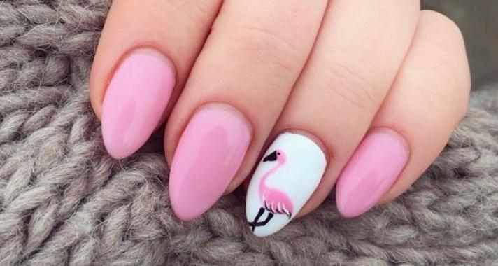 Style tipp: flamingók minden mennyiségben, a körmeidre is