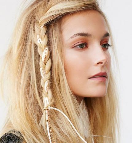 Stílusiskola: ezekkel a kiegészítőkkel dobd fel a hajad idén nyáron