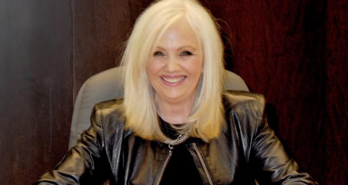 """""""Mindenki a saját boldogságáért felelős."""" – Rhonda Byrne életbölcsességei"""