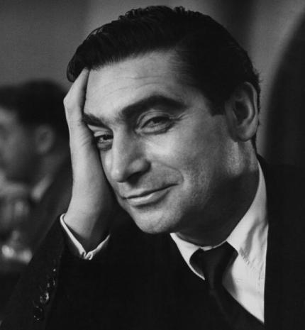 """""""Nem elég tehetségesnek, magyarnak is kell lenned"""" – érdekességek Robert Capa, a 20.század legjelentősebb fotósáról"""