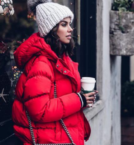 Stílusiskola: Így viseld a piros színt decemberben
