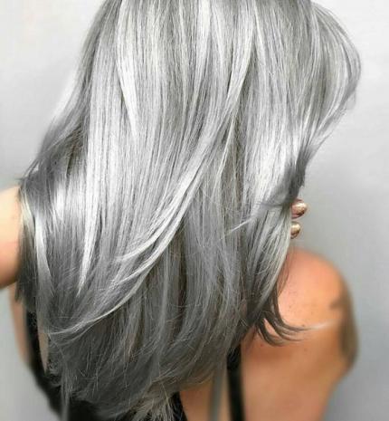 Top10: különleges csillogás - ezüst színű frizura az aktuális kedvencünk