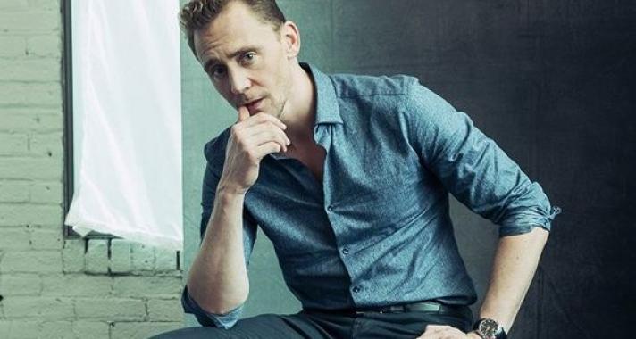 10 fotó Tom Hiddleston-ról, amelyek után mostantól te is a gonosz karaktereknek fogsz szurkolni