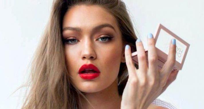 Top10: hangsúlyos sminkek, amelyeket feldobhatsz a Csók Világnapjának alkalmából