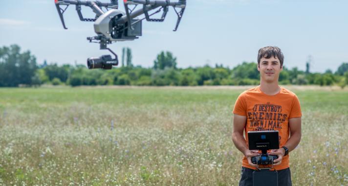 'Szeretem, hogy minden forgatásban van valami kihívás' - beszélgetés Váradi Ádám drónpilótával