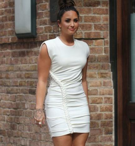 Stílusiskola: outfit ötletek Demi Lovato-tól