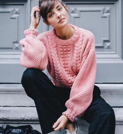 Stílusiskola: mindenünk a kötött pulcsi
