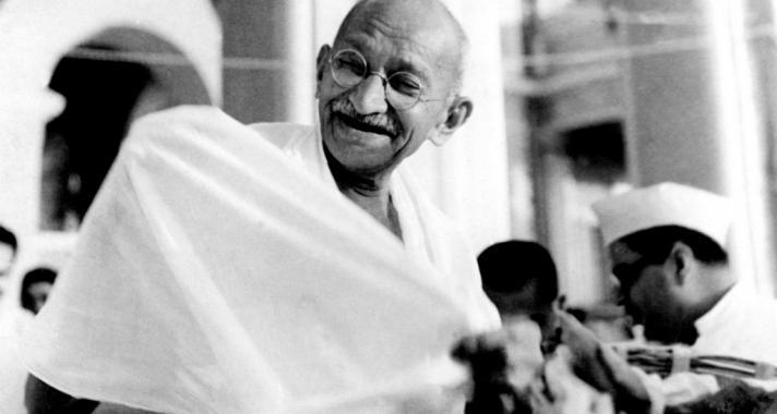 """""""A szeretet lángjaiban a legkeményebb vasnak is meg kell olvadnia.""""Idézetek Mahatma Gandhi-tól"""