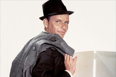Frank Sinatra Budapestre érkezett