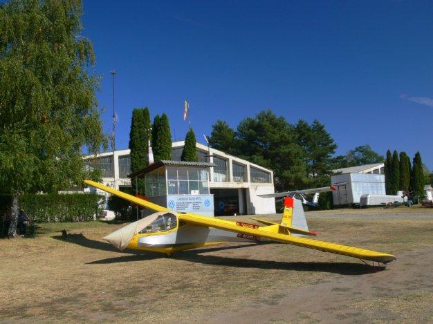 Bezárták a a dunakeszi repteret