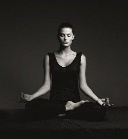 5 jógapóz, amit ülve is gyakorolhatsz
