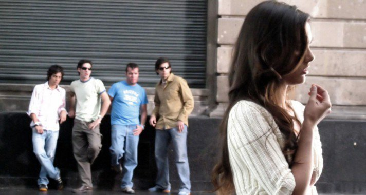 Utcai zaklatás - amivel minden nőnek számolnia kell?