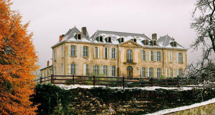 Fedezd fel velünk a renoválás alatt álló, 18. századi francia kúriát!