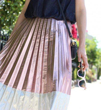 6 ok, amiért szükséged van egy metálos csillogású midi skirt-re