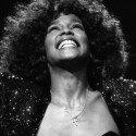 53 éves lenne Whitney Houston