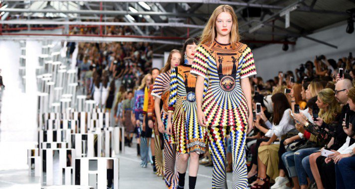 30 ruha, amit látnod kell a London Fashion Weekről