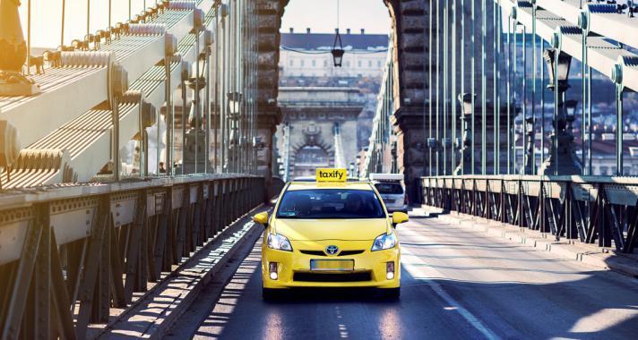 Bűvészt hoz a taxi gyereknapra