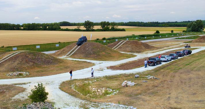 Tesztelhetik magukat az amatőr és profi sofőrök a drivingcamp legújabb off-road pályáján