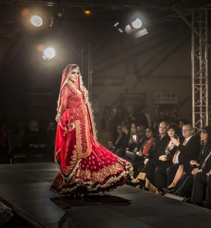 Különleges divatbemutató India függetlenségének 70. évfordulóján