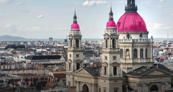 Rózsaszín kupolákkal a mellrák ellen