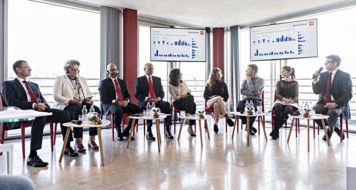 Korszakalkotók – új programot és közösségi oldalt indít az UniCredit
