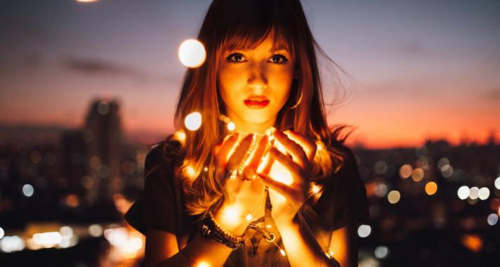 Életünk mozgatórugói: Sorsszerűség vagy szabad akarat?