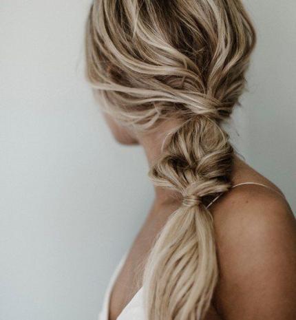 Top10: frizura ötletek koszorúslányoknak