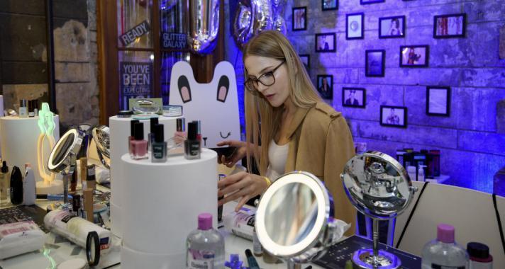 """""""Szépségsztorik"""" a Brody Studiosban: mesebeli környezetben ünnepelt a dm"""