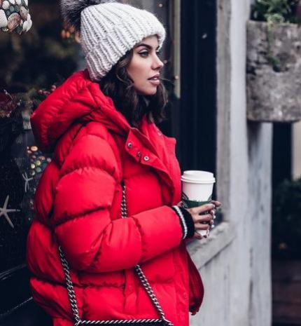 Stílusiskola: így viselj pirosat a téli szezonban