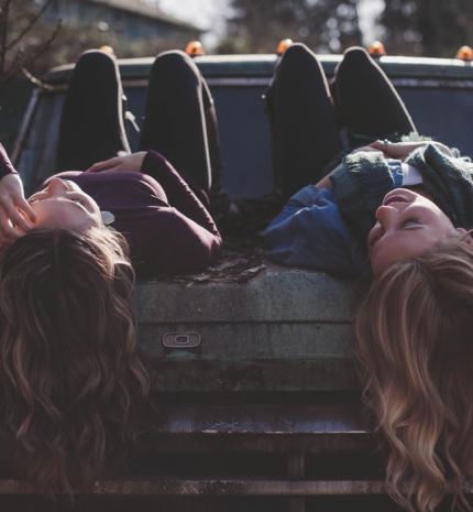 Az okok, amiért mindig kell egy igaz barát