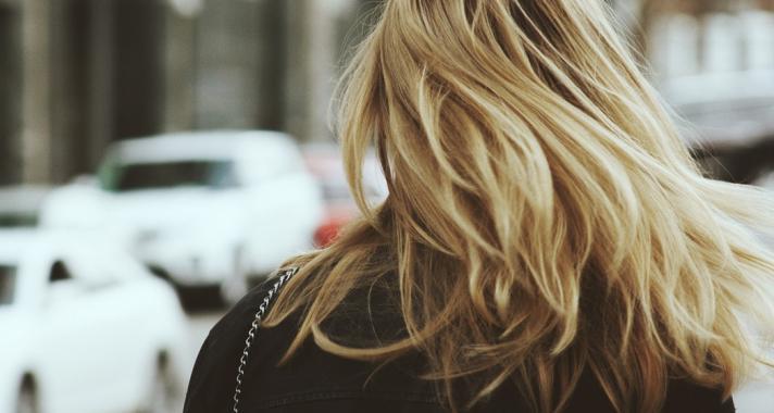 4 dolog, amit megtehetsz az egészséges hajvégekért