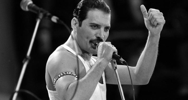 'Sok ezren szeretnek engem, mégis a világ legmagányosabb emberének érzem magam.' - Idézetek Freddie Mercury-tól