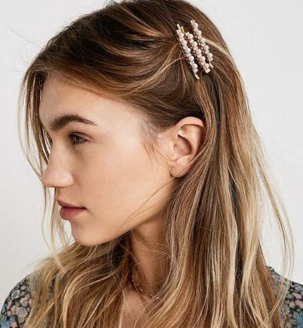 Tavaszi trend tipp: kiegészítők, amikkel divatos lehet a frizurád