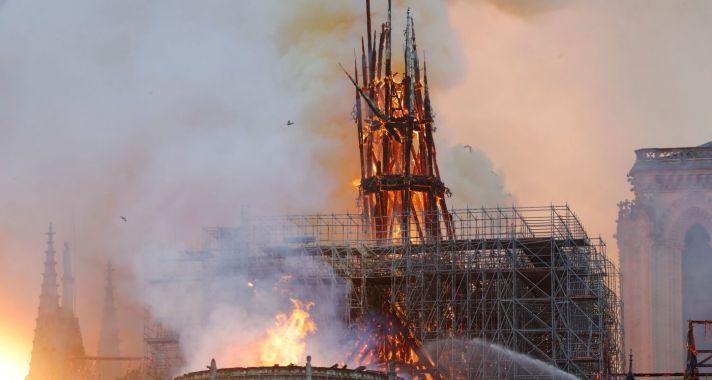 Tragédia és összefogás - Egész éjjel lángolt a párizsi Notre-Dame