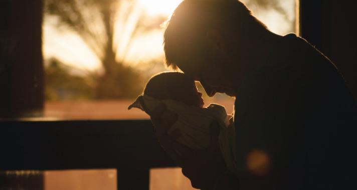 'Mit jelent apának lenni? Azt jelenti, hogy gondoskodnunk kell egy másik emberről, és hogy felelősek vagyunk az életéért.' Idézetek az apaságról