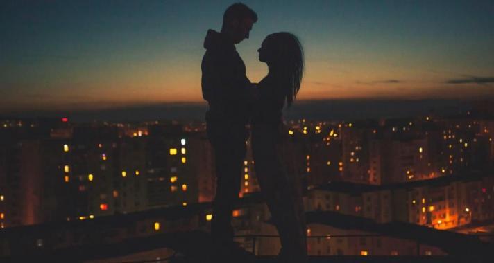 a randevúkról és a kapcsolatokról