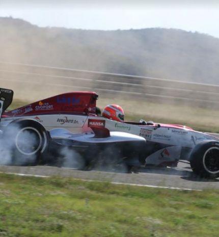 14 éves autóversenyző nyert a magyar Formula Renault bajnokságban