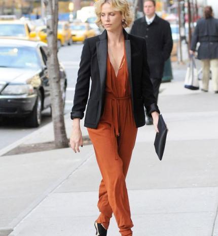 Top10: Charlize Theron lehegerlő stílusa