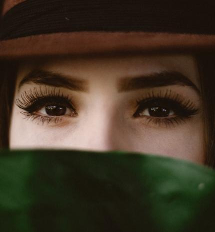 Mindent a barna szemű emberekről