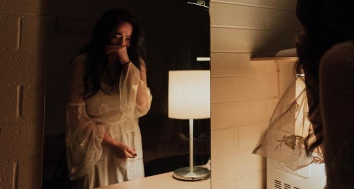 Minden egyes nőnek, aki esténként sír a zuhany alatt