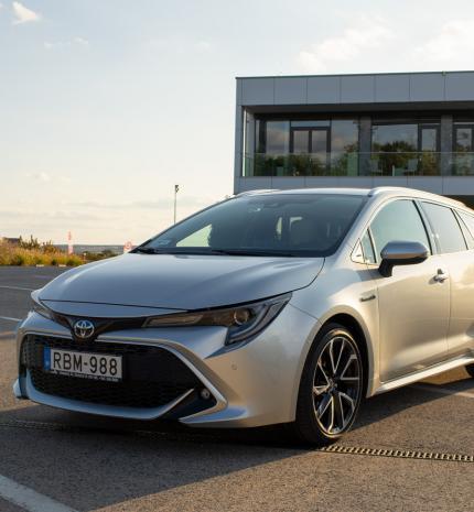 Nem politikai választás - Toyota Corolla Touring Sports 2.0 hibrid