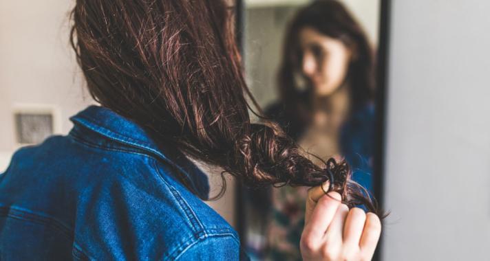 Hogyan kezeljük a gyorsan zsírosodó hajat?
