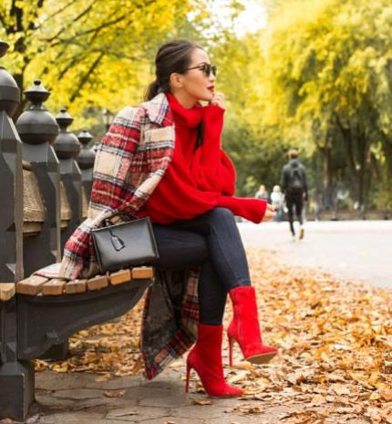 Stílusiskola: 10 csinos outfit piros csizmával