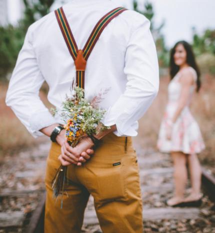 Keresd a nőt! - Régimódi randiszokások, melyekre a mai modern nő is vágyik