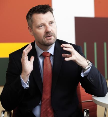 Interjúk - Minden gyerekem egyformán szeretem – interjú Andrew Presttel, a Wallis Automotive Europe Ügyvezetőjével