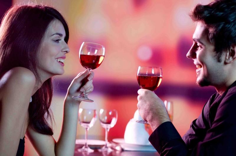 Amikor eljutsz oda, hogy el mered hívni a lányt randira, ötleteid legmélyebb zugaiban is randi tippek után.