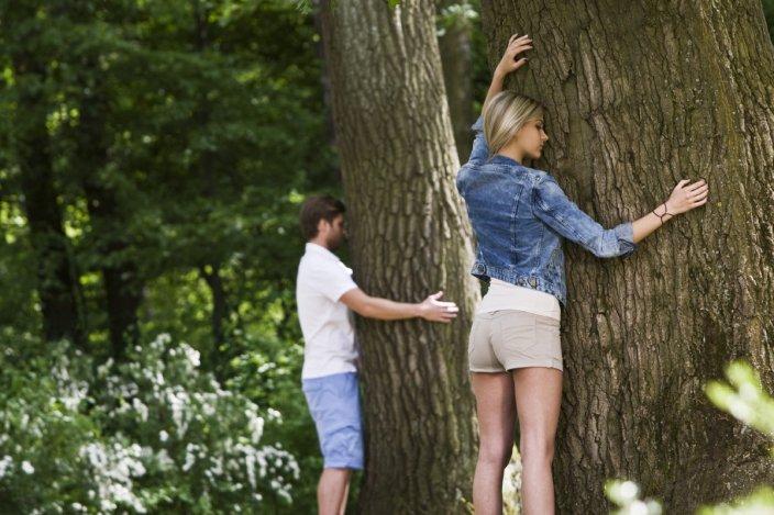 Aki velük kel és fekszik, az meg is öleli a fákat