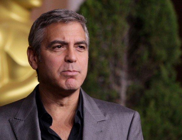George Clooney-t megint dobta egy nő